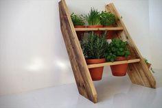 Bois de palette DIY : petite jardinière en escaliers.