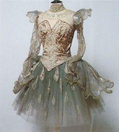 Those sleeves! Tutu Ballet, Ballerina Costume, Ballet Dancers, Theatre Costumes, Tutu Costumes, Ballet Costumes, Dark Fantasy Art, Ballet Russe, La Bayadere