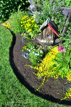 Very clear, good directions on how to cut edges for flowerbeds like a pro via Funky Junk Interiors
