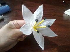 Świat rękodzieła: Kwiaty z bibuły :)oraz krok po kroku z bibułką :)