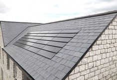 5 Roofing Alternatives You May Not Have Considered These 6 Ideas Can Be Used as Roofing Materials: Are Solar Shingles A Good Roofing Option? Solar Energy Panels, Best Solar Panels, Roofing Options, Roofing Materials, Solar Shingles, Solar Roof Tiles, Cool Roof, Solar House, Solar Panel Installation
