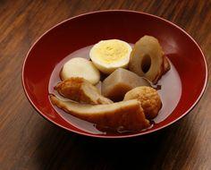 O oden é pouco servido nos restaurantes brasileiros. No Japão, é apreciado em grandes quantidades em izakayas (botecos), lojas de conveniência e barracas de rua. Quer provar?