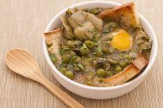 La zuppa di fave, piselli e carciofi, è una pietanza antica, tipica ...