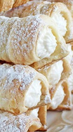 Mom's Cream Horns - this is a simple recipe to make even though it appears intimidating. These freeze perfectly so you'd need only defrost them when company arrives! ❊Made with Puff Pastry! Puff Pastry Desserts, Frozen Puff Pastry, Puff Pastry Recipes, Köstliche Desserts, Puff Pastries, Choux Pastry, Shortcrust Pastry, Puff Pastry Appetizers, Puff Recipe
