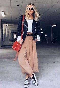 Take a look at 12 stylish spring outfits with culottes in the photos below and get ideas for your own amazing outfits! Take a look at 12 stylish spring outfits with culottes in the photos below and get ideas for your own amazing outfits! Mode Outfits, Casual Outfits, Fashion Outfits, Fashion Trends, Style Casual, Converse Fashion, Ladies Outfits, Fashion Tips, Lifestyle Fashion