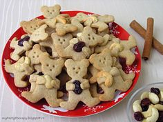 skoricovi medvidci s orisky a brusinkami Sweet Desserts, Kids Meals, Food And Drink, Cookies, Party, Recipes, Advent, Blog, Biscuits