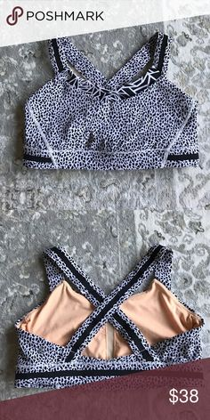 Lululemon sports bra size 8! Lightly worn, no flaws, and pads NOT included. lululemon athletica Intimates & Sleepwear Bras