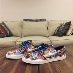 ZOOM STEFAN JANOSKI PR (DIGI FLORAL) MENS Nike SB Zoom Stefan Janoski PR (Digi Floral) Style # : 482972-904 Color : Multi Color / Photo Blue  Materials : Canvas Upper - Rubber Outsole   Product Details Canvas upper for supreme comfort and breathability Nike Zoom for low-profile cushioning and lightweight performance Autoclave construction fuses the outsole to the upper for a classic streamlined look and feel One-piece heel to midfoot overlay for streamlined support Rubber outsole with…