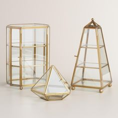 Put your trinkets and treasures on display in our diamond-shaped curio box, crafted of glass and framed in gold for a dash of dazzle.