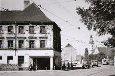 1961 , Widok na skrzyżowanie Traugutta i Pułaskiego. Po prawej widać kościół św. Maurycego.