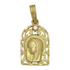 #Medalla de Oro 18 Kl. Virgen Niña 13 x 21 Mm.  Medalla para Comunión de Oro de 18 Kl. con la imagen de la Virgen Niña  Aquí tenemos una preciosidad de Medalla de Comunión, está realizada en Oro de 18 Kl. , calada, con la imagen de la Virgen Niña decorada con Circonita. Sin duda un diseño original para hacer un regalo especial.  ¡Decídete ahora y podrás tener esta especial Medalla de la Virgen Niña en Oro de 18 Kl. con Circontia!  Medidas: 13 x 21 Mm.