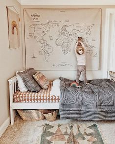 I absolutely love this wall hanging map of the world by @gather. Pic by @Christine_simplybloom via @ministylemag