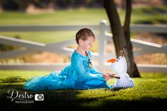 Frozen inspired photography session. Elsa. Olaf. Outdoor session.