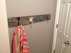 Towel holder with pallets