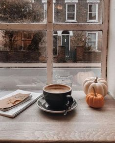 Shared by sιмσηεт. Find images and videos about vintage, aesthetic and photo on We Heart It - the app to get lost in what you love. Coffee Shop Aesthetic, Cozy Aesthetic, Autumn Aesthetic, Aesthetic Black, Autumn Coffee, Autumn Cozy, Pause Café, Thanksgiving, Coffee Cafe