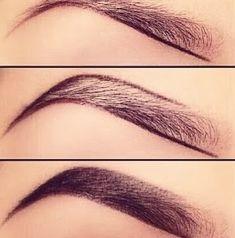 Dificilmente uma sobrancelha é igualzinha à outra, porque naturalmente temos os dois lados do rosto diferentes. Usar o lápis de sobrancelha ajuda a melhorar essa diferença e cobrir as falhas.