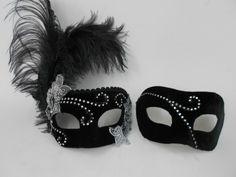 Máscaras venezianas luxo de carnaval para casal em preto.