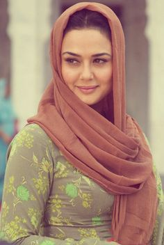 preity zinta Beautiful Hijab Girl, Beautiful Muslim Women, Beautiful Girl Photo, Most Beautiful Indian Actress, Indian Celebrities, Bollywood Celebrities, Beautiful Celebrities, Beautiful Actresses, Pretty Zinta