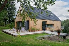 Freestylka v Mirošovicích - Modern Residential Architecture, Modern Architecture, Casas Containers, Wooden House, Prefab Homes, House In The Woods, Cabana, Modern Farmhouse, Modern Barn
