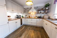 #Ukitchen #Ushapedkitchen #classickitchen #kitchendesign #kitcheninspiration #kitchenfurniture #kitchenideas  #KUXAstudio #KUXA #KUXAkitchen #bucatarieclasica #bucatarieU Classic Kitchen, U Shaped Kitchen, Kitchen Decor, Kitchen Cabinets, Furniture, Design, Inspiration, Studio, Home Decor