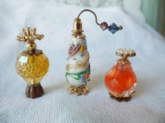 3 piece Set Miniature Art Glass Perfume Scent Bottles by JleCROW Miniature Rooms, Miniature Crafts, Dollhouse Ideas, Dollhouse Miniatures, Bead Crafts, Arts And Crafts, Oriental Bedroom, Sewing Slippers, Fairy Garden Accessories