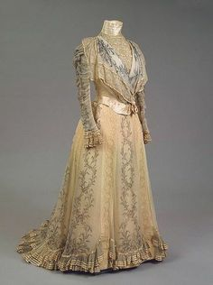 Evening gown worn by the Empress Maria Feodorovna, Worth, 1898. Photo: Hermitage Museum.