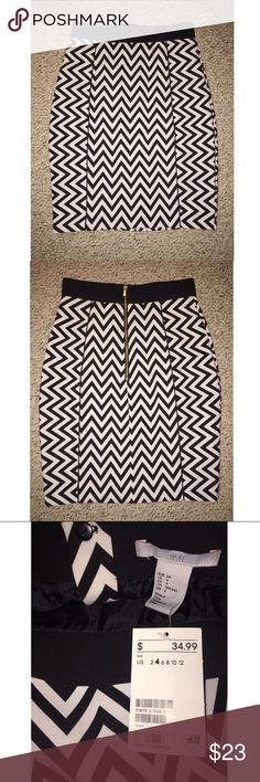 H&M Chevron Skirt NWT This adorable skirt is such a fun piece! With its gold zipper and pretty print, it's the perfect staple to any wardrobe. Has black trim at the top, NO back slit, and the tags still attached. Size 4 - stretchy material. Mini pencil skirt. H&M Skirts Pencil