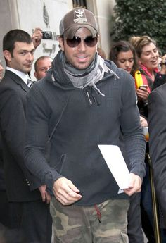 Enrique Iglesias Leaving His Hotel In Paris Singer Enrique Iglesias seen leaving the Four Seasons Hotel and heading to the airport to catch a flight to Brussels where he is performing on concert on his tour. April 3, 2011