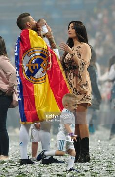 Real Madrid football player Sergio Ramos, tv presenter Pilar Rubio and new born Marco Ramos Rubio during the Real Madrid team celebration after winning their European Cup on May 2018 in Madrid, Spain. Real Madrid Team, Real Madrid Football, Ronaldo Junior, Cristino Ronaldo, Ronaldo Quotes, Footballers Wives, Lional Messi, Real Madrid Wallpapers, Lionel Messi Wallpapers