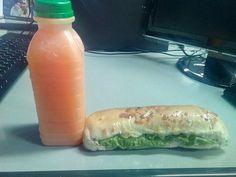 No geral, um lanche muito bom pra um café da manhã, com sabores que agrada bastante, de um jeito mais caseiro, e que realmente surpreende, a baguete é um tanto difícil achar problemas no sabor, já o suco acho que ainda merece alguns cuidados...   #CaféDaManhã #baguete #comida #PeitoDePeru #Philadelphia #alface #kombi  Baguete com peito de peru, Philadelphia e alface - R$6 Suco de Laranja com Cenoura - R$4 em Pastel Na Kombi