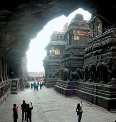 India - Kailasa Temple, World's largest monolithic monument. Tourist Places, Places To Travel, Places To See, Temple India, Hindu Temple, Indian Temple Architecture, Ancient Architecture, Amazing India, History Of India