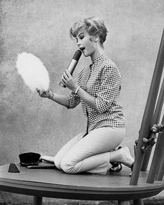 A black and white Barbara Eden -- geeze, that's a big lipstick she's pulled out… Old Hollywood Glamour, Vintage Glamour, Vintage Hollywood, Classic Hollywood, Vintage Ladies, Hollywood Girls, I Dream Of Jeannie, 60s Tv, Barbara Eden