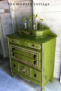 Antique Furniture Photography Rustic Home Furniture Decor, Redo Furniture, Painted Furniture, Furniture Decor, Furniture Diy, Upcycle Dresser, Green Furniture, Furniture Inspiration, Green Painted Furniture