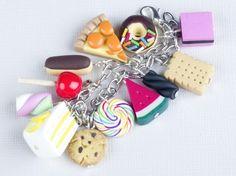 Un bracelet à breloques bien gourmand! Retrouvez le matériel nécessaire et quelques conseils sur http://la-petite-epicerie.fr/