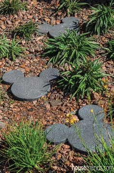 Mickey Mouse stepping stones, Disney home decor or garden decor Casa Disney, Disney Diy, Disney Crafts, Tinkerbell Disney, Disney Dream, Disney Stuff, Cozinha Do Mickey Mouse, Stepping Stone Paths, Stone Walkway