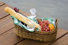 Such an easy hostess gift or housewarming gift - looks like 2 teatowels, 2 wine glasses, a bottle of wine, a loaf of french bread, & some fruit (grapes & oranges) - I would probably forgo the oranges & add some apples & pears instead, & add cheese, like maybe a brie