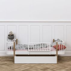 Bed drawer in classic Nordic design. The bed drawer combines design, functionality and quality. The bed drawer is spacious and run on wheels of high quality. The bed drawer is great for storage. The bed drawer can be used for the Seaside bed and day bed.