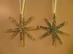 Make a simple snowflake ornament craft with your kids for the christmas tree