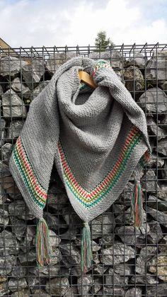 Dit is een oude afbeelding van mijn 1e Ibiza sjaal. Ik had wat garen lig en had geen idee wat het moest worden. In 2016 was de Granietsteek helemaal hot! Dit is ook zeker niet de enige die ik in de…