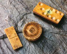 Piece and dominos   © Ministère de la Culture, des Communications et de la Condition féminine, Marc-André Grenier, 1998