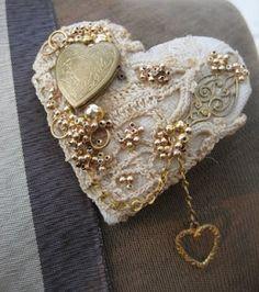 ~ Vintage Heart w/ Mis. Jewels.....~