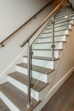 43 Affordable Glass Staircase Design Ideas - My Design Fulltimetraveler Steel Railing Design, Steel Stair Railing, Staircase Railing Design, Balcony Railing Design, New Staircase, Staircase Ideas, Staircase Remodel, Stair Case Railing Ideas, Glass Balcony Railing
