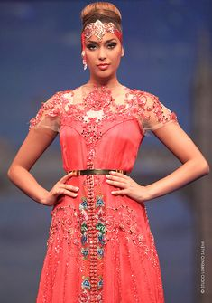 CAFTAN 2014 Morrocan Dress, Moroccan Caftan, Asian Fashion, Boho Fashion, Fashion Dresses, Ethnic Fashion, Caftan Gallery, Oriental Dress, Mode Boho