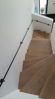 home entrance decor Home Entrance Decor, House Entrance, Interior Stairs, Home Interior Design, Escalier Design, House Stairs, Staircase Design, Stairways, Arquitetura