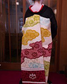 Darari obi of okiya Tama (Gion Kobu) Kabuki Costume, Geisha Japan, Japanese Kimono, Textiles, Costumes, Otaku, Asia, How To Wear, Illustrations