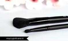 "#84022 schuine blush applicator http://www.eyeslipsface.nl/product-beauty/schuine-blush-applicator & #84008 Oogschaduwkwast ""C"" http://www.eyeslipsface.nl/product-beauty/oogschaduwkwast-c"