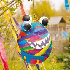 Die Monster-Piñata wird der Knaller auf allen  Kindergeburtstagen sein. Selber basteln und befüllen!