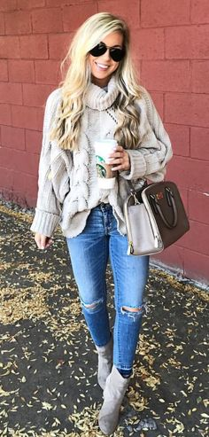 The latest selection of casual fall outfits you can wear everyday this season. More outfit ideas curated every week just for you. Sweater Outfits, Casual Outfits, Cute Outfits, Fashion Outfits, Womens Fashion, Fashion Trends, Big Sweater, Petite Fashion, Outfits With Grey Boots