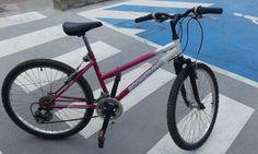 . Vendo bicicleta niña  marca Boomerang 24   pulgadas, 18 velocidades, color rosa.  Muy poco utilizada y en perfecto estado. Incluye luz intermitente trasera.  Precio 80 euros