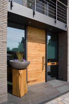 Wooden Front Door Design, Wooden Front Doors, Rustic Houses Exterior, Exterior Doors, Outdoor Doors, Shaker Style Kitchens, Modern Rustic Homes, Exterior Remodel, Modern House Plans